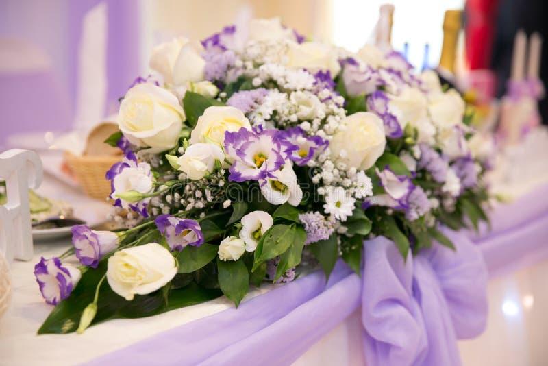 Het huwelijk bloeit bruids boeket Romantisch bloeiend decor, decorat stock afbeelding