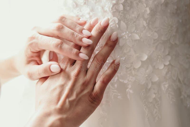 Het huwelijk manicured spijker Spijkerontwerp Close-up royalty-vrije stock foto's