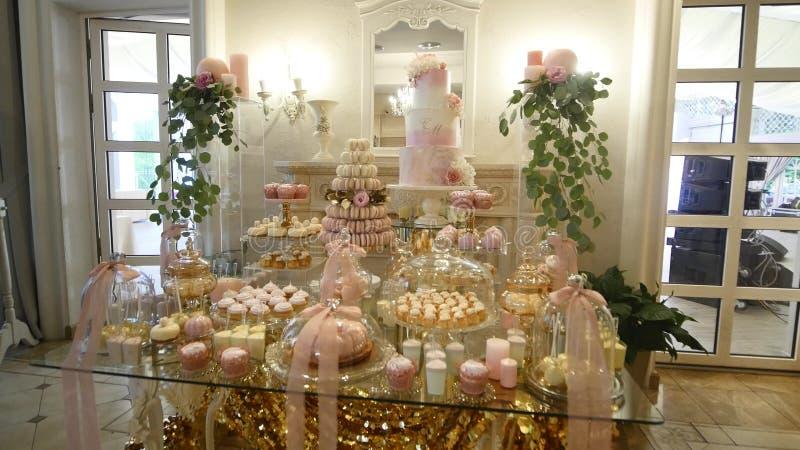Download Het Huwelijk Van De Suikergoedbar, Suikergoedbuffet, Heerlijke Suikergoedbar Bij Een Huwelijk Stock Afbeelding - Afbeelding bestaande uit ruimte, dessert: 107707681