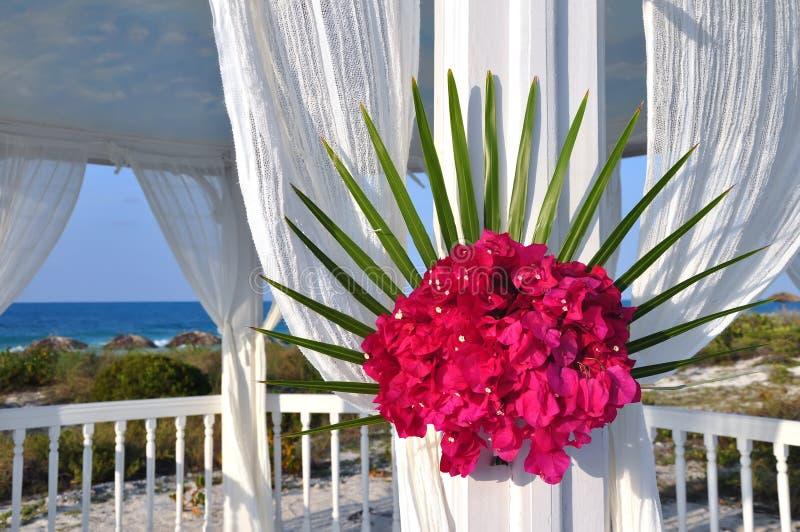 Het huwelijksceremonie van het strand stock fotografie