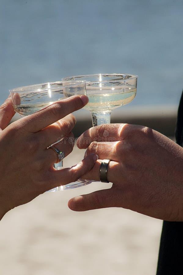 Het huwelijkstoost van het strand royalty-vrije stock fotografie