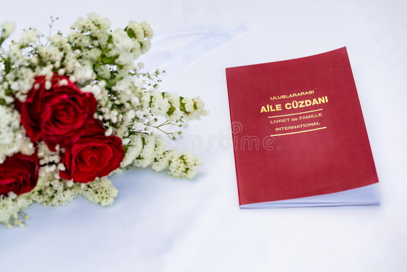 Het huwelijksvergunning van Evlilikcuzdani op witte lijst royalty-vrije stock afbeelding