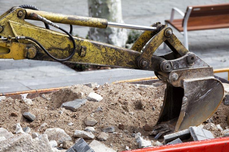Het hydraulische wapen van de schraperbulldozer stock afbeelding