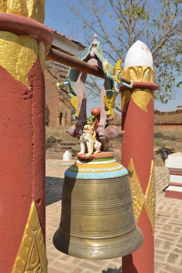 Het idooltempel Bagan Myanmar van de koperklok stock afbeeldingen