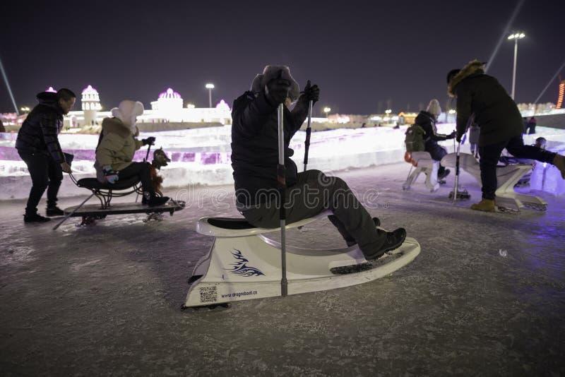 """Het Ijsfestival 2018 van Harbin fantastische het ijs› ½ é™… å † °é› ªèŠ 'en de sneeuwgebouwen - van å """"ˆå°"""" æ"""" ¨å, pret, het sled royalty-vrije stock fotografie"""