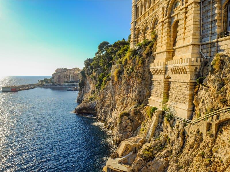 Het inbouwen van de kustheuvels royalty-vrije stock afbeelding