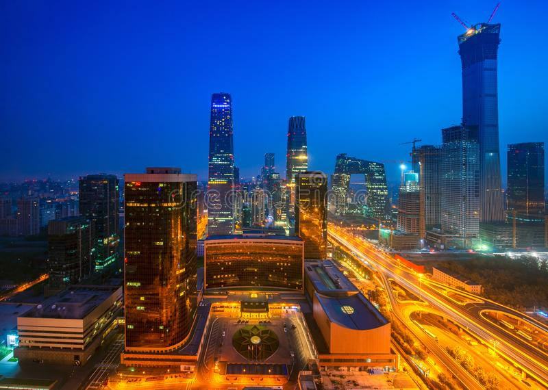 Het inbouwen van de stad van Peking in nacht, Peking stock afbeelding
