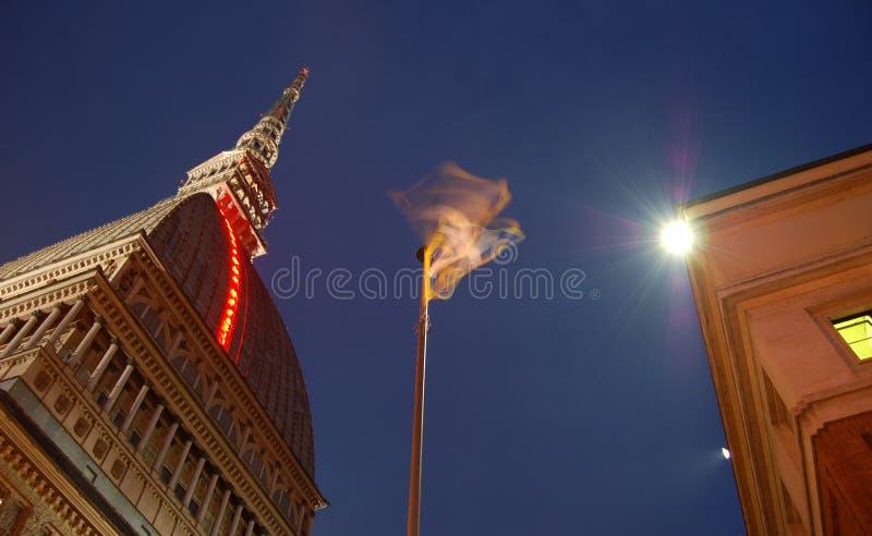 Het inbouwen van Turijn bij nacht stock foto's
