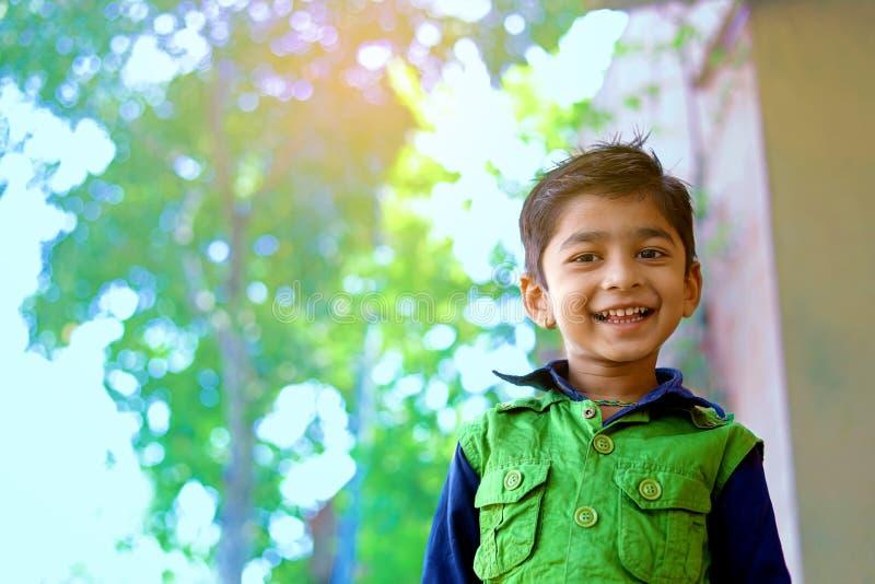 Het Indische kind glimlachen royalty-vrije stock afbeelding
