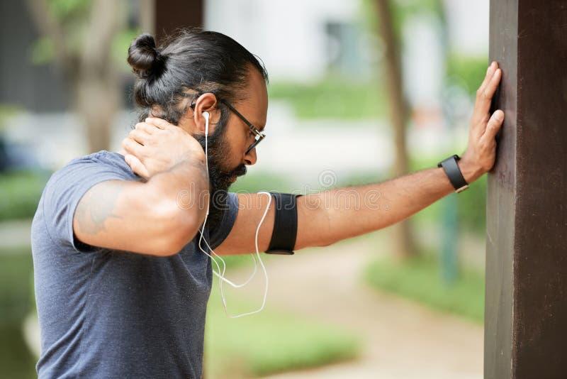 Het Indische Sportman Opwarmen stock afbeelding