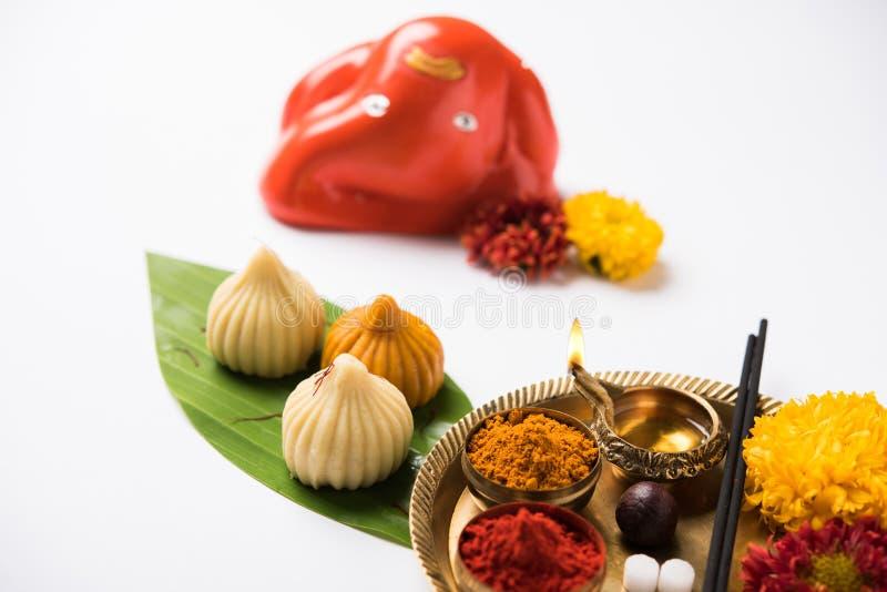 Het Indische zoete voedsel riep modak specifiek in ganeshfestival of ganesh chaturthi voorbereidingen getroffen royalty-vrije stock afbeelding