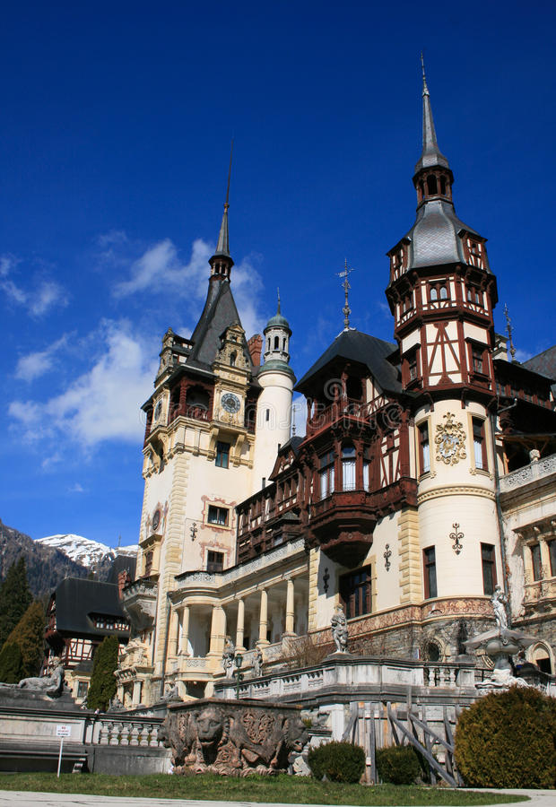 Het indrukwekkende Peles Kasteel, Sinaia, Roemenië royalty-vrije stock foto's