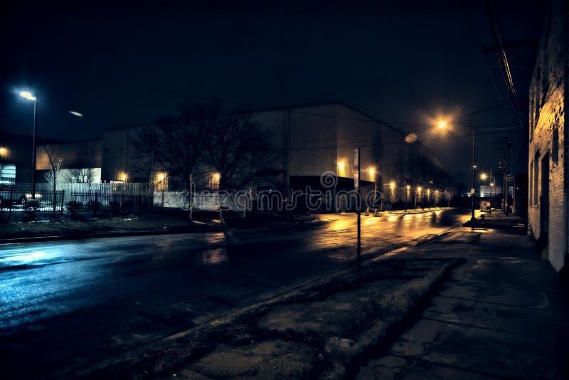 Het industriële stedelijke landschap van Chicago bij nacht royalty-vrije stock fotografie