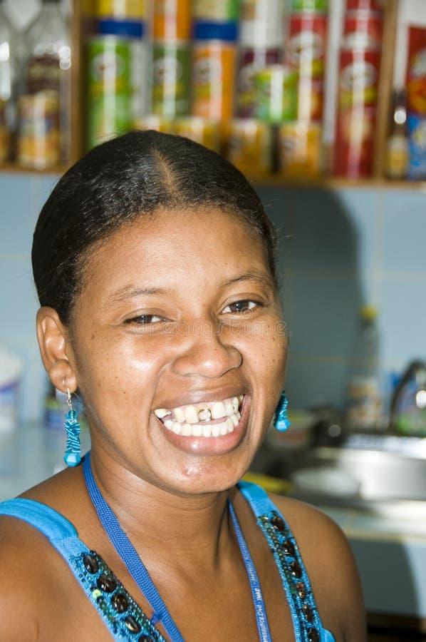het inheemse Eiland van het Graan van Nicaragua van de vrouwen gouden tand stock afbeelding