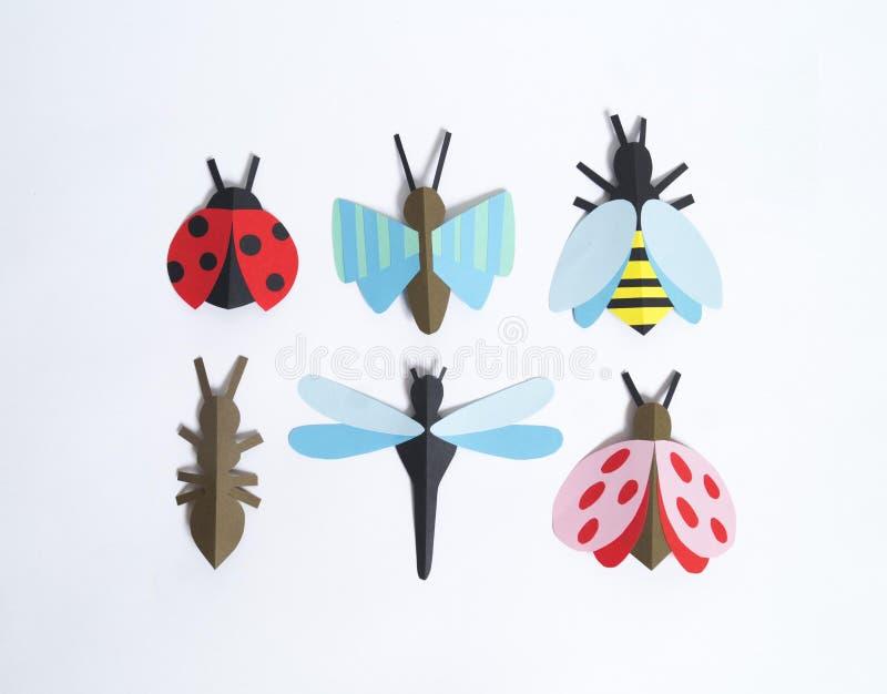 Het insect wordt gemaakt van document Kinderen` s creativiteit royalty-vrije stock foto's