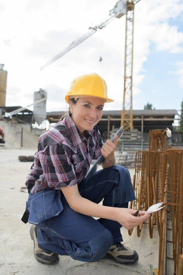 Het inspecteren van de staalkaders stock afbeelding