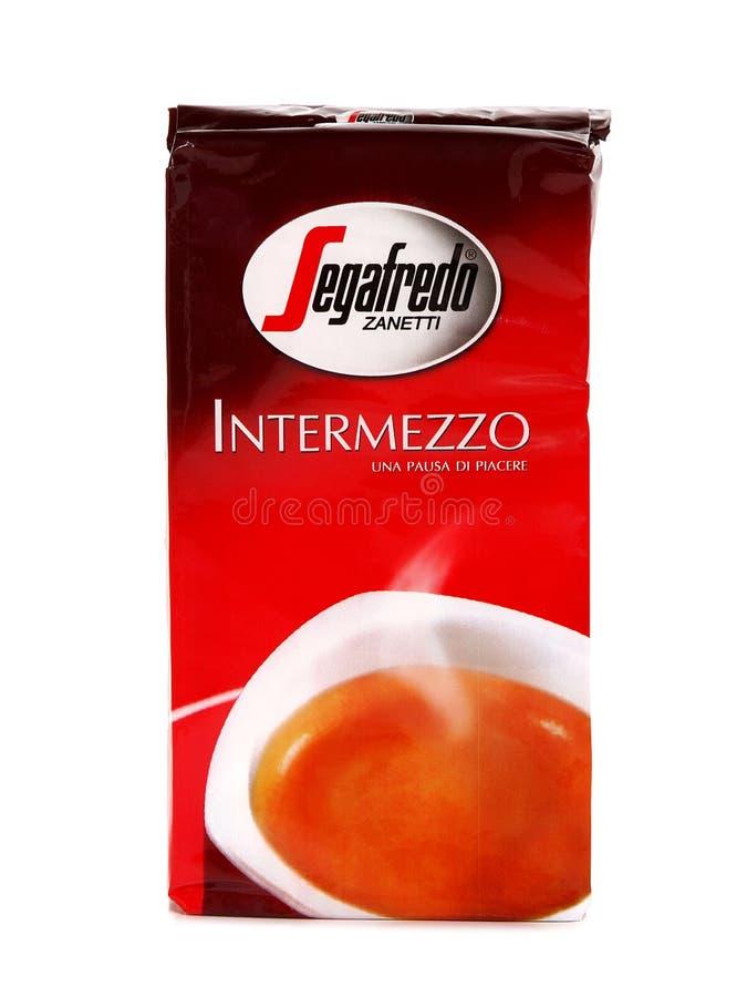Het Intermezzo van Segafredozanetti, het pak van de Grondkoffie royalty-vrije stock foto