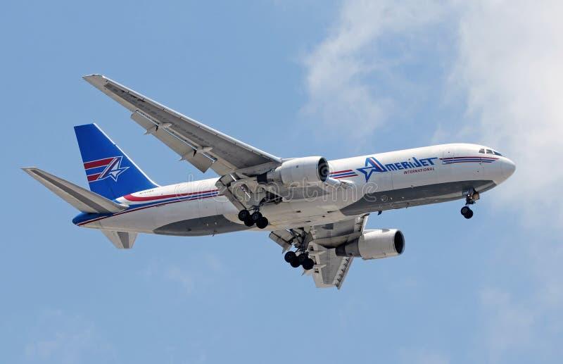 Het Internationale het vliegtuig van Amerijet landen stock foto