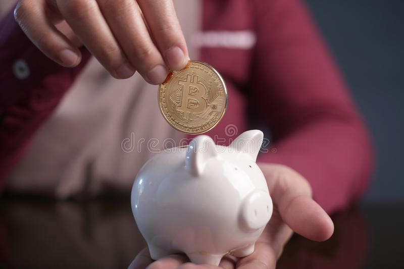 Het investeren in het Concept van Bitcoin Cyptocurrency stock afbeeldingen