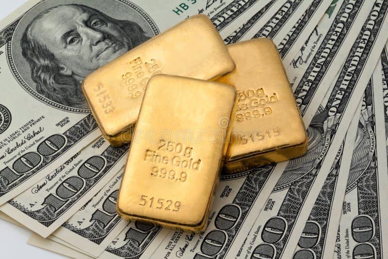 Het investeren in echt goud royalty-vrije stock afbeelding