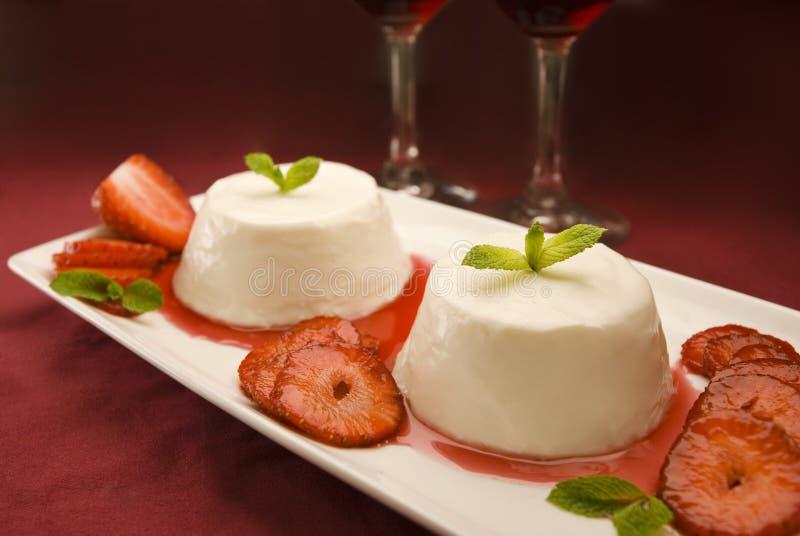 Het Italiaanse dessert van pannacotta stock afbeelding