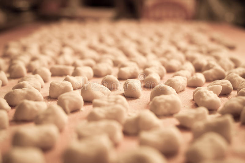 Het Italiaanse gemaakte huis van aardappelgnocchi royalty-vrije stock fotografie