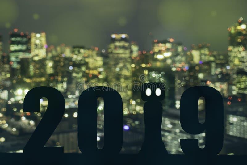 het jaarkunstmatige intelligentie van 2019 of ai futuristisch concept, Silhouet hulprobot, de industrie 4 tendens 0 van automatis stock foto
