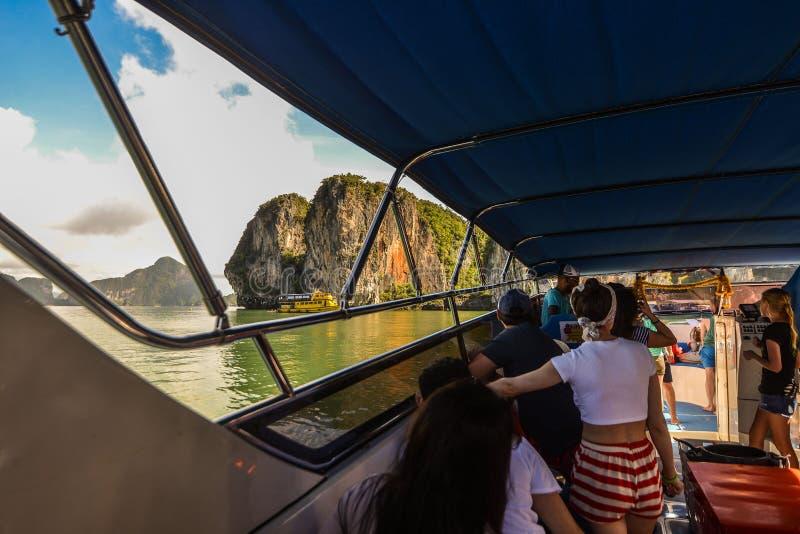 Het jacht en de motorboot van de havenligplaats in phuket royalty-vrije stock foto's