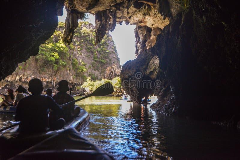 Het jacht en de motorboot van de havenligplaats in phuket royalty-vrije stock foto