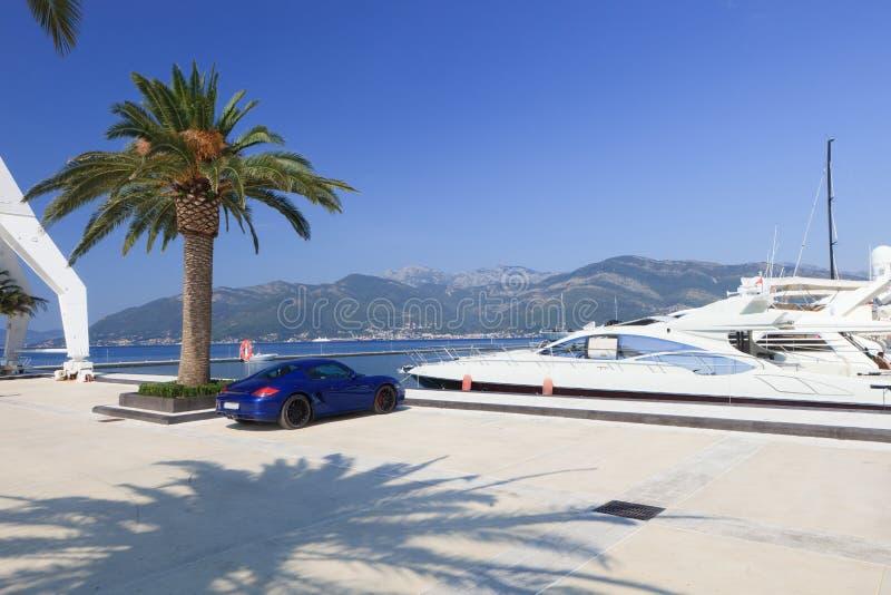 Het jacht en de sportwagen van de luxe royalty-vrije stock afbeeldingen