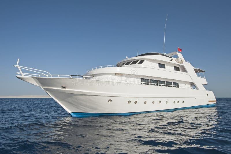 Het jacht van de luxemotor op zee royalty-vrije stock foto's