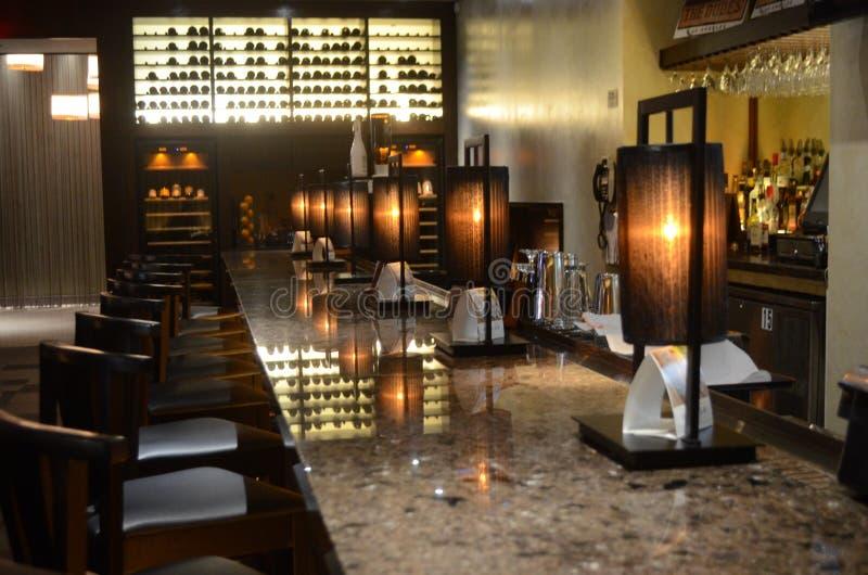 Het Japanse Binnenlandse Ontwerp van het Sushirestaurant - Bar royalty-vrije stock afbeeldingen
