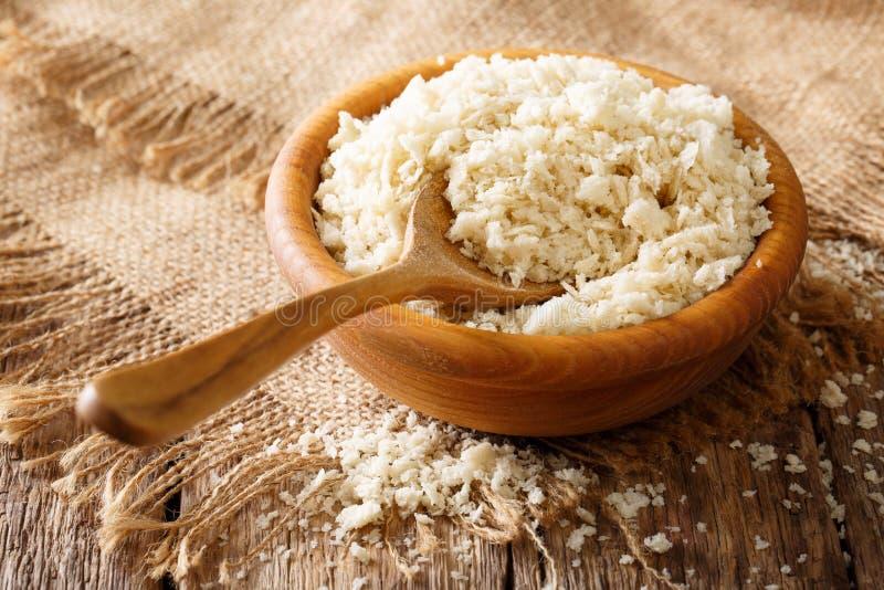 Het Japanse broodcrumbs ingrediënt van Panko voor het paneren in komcl stock afbeeldingen
