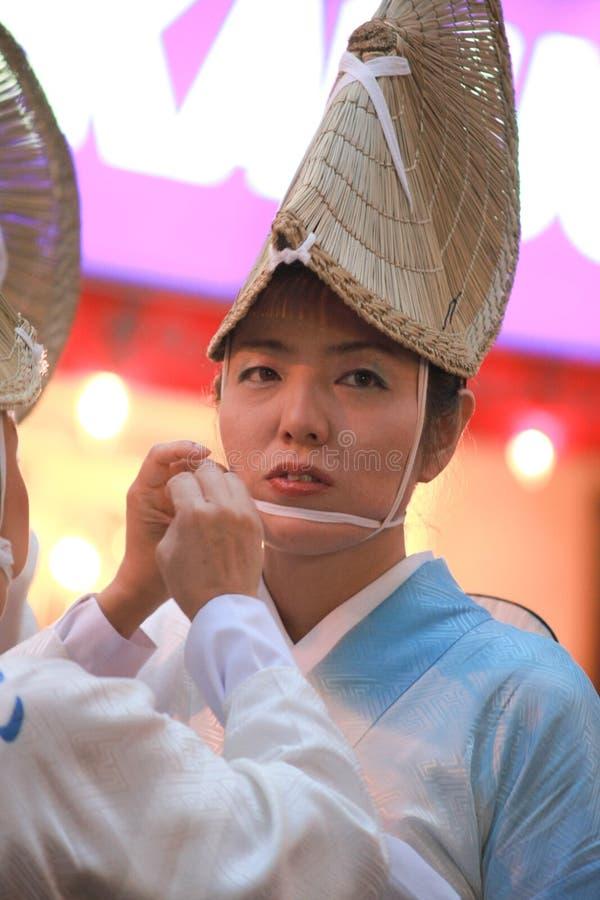 Het Japanse vrouw traditionele dansen royalty-vrije stock foto