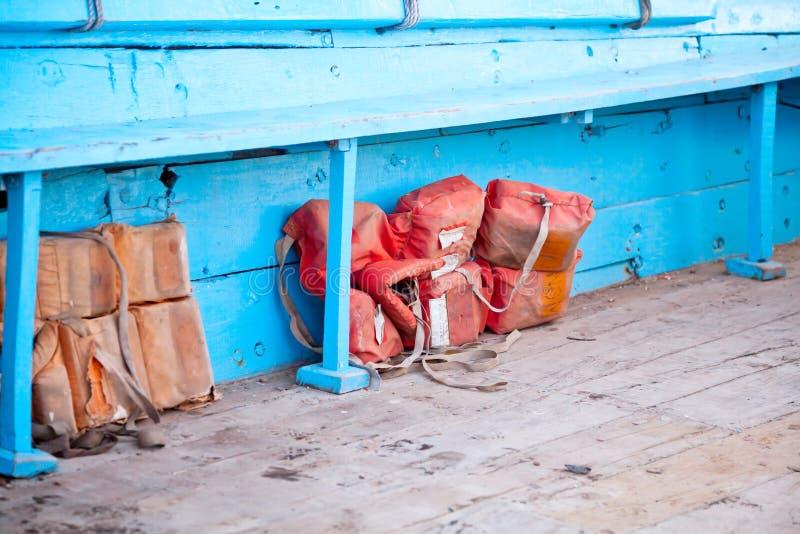 De oceaan Jasjes van de overlevingsveiligheid royalty-vrije stock afbeeldingen