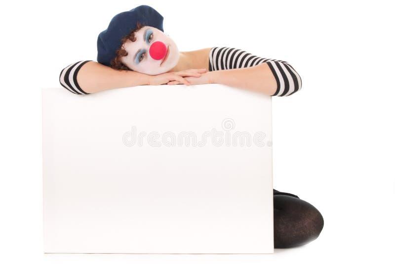 Het jonge aanplakbord van de Holding van het Gezicht van de Clown van de Vrouw stock foto's