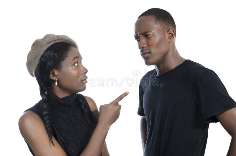 Het jonge Afrikaanse paar ruzie maken royalty-vrije stock afbeelding