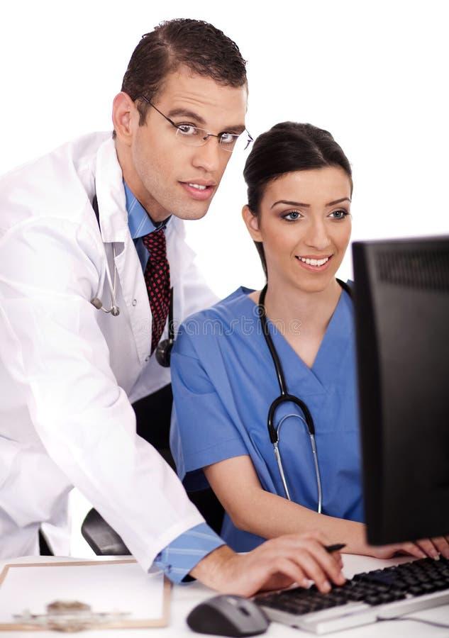 Het jonge artsen bespreken stock foto's
