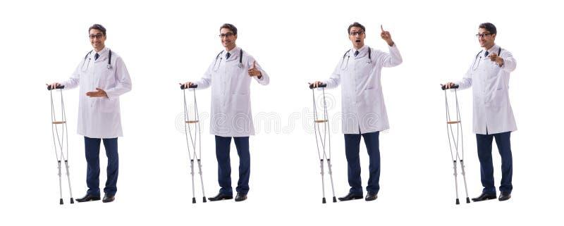 Het jonge artsenarts bevindende lopen ge?soleerd op witte achtergrond royalty-vrije stock fotografie
