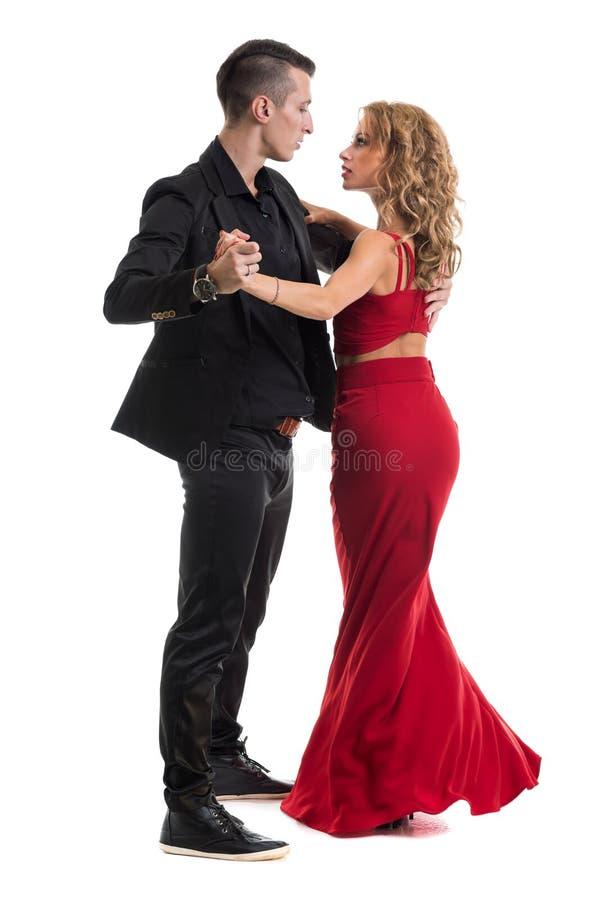 Het jonge elegante paar dansen, geïsoleerd op wit royalty-vrije stock fotografie