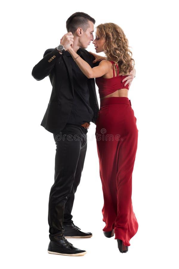 Het jonge elegante paar dansen, geïsoleerd op wit stock afbeelding