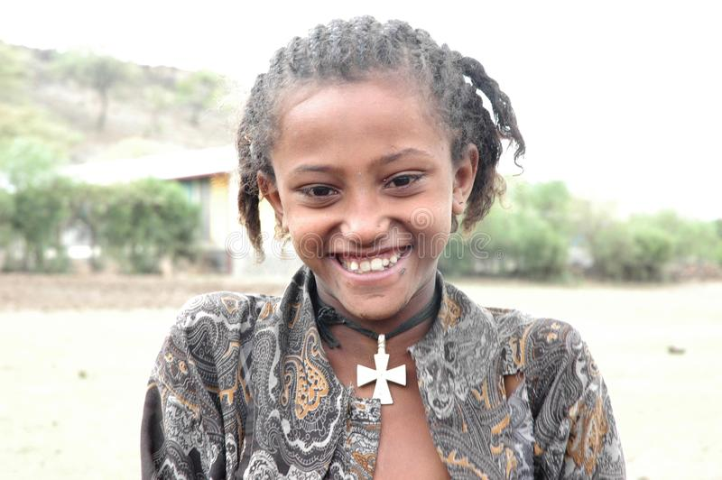 Het jonge Ethiopische meisje glimlachen stock foto