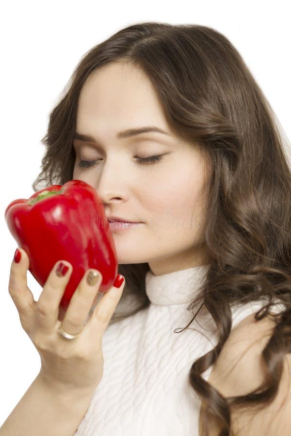 Het jonge fruit van de vrouwenholding in haar handen en het glimlachen, close-up stock fotografie