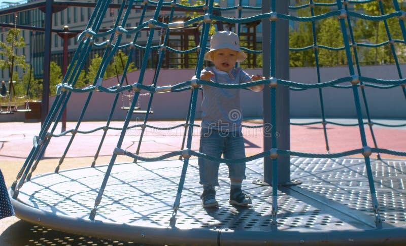 Het jonge geitje op de carrousel op speelplaats royalty-vrije stock foto