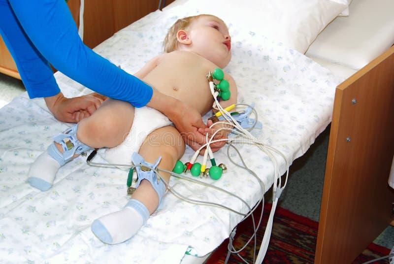 Het jonge geitje op inspectie in het ziekenhuis royalty-vrije stock foto's