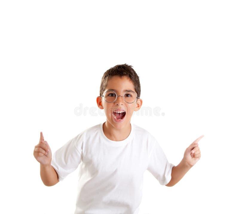 Het jonge geitje van Nerd met glazen en gelukkige uitdrukking royalty-vrije stock foto's