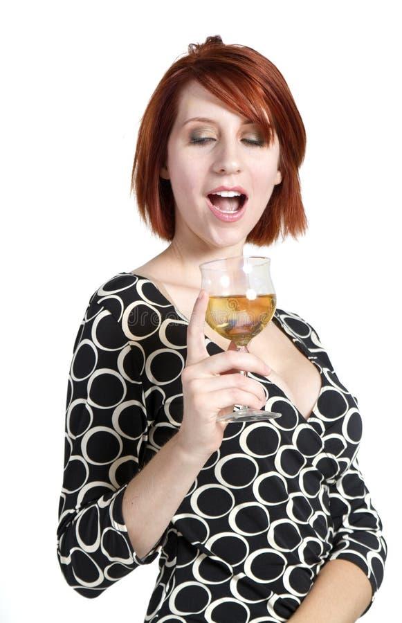 Het jonge glas van de vrouwenholding wijn royalty-vrije stock afbeeldingen
