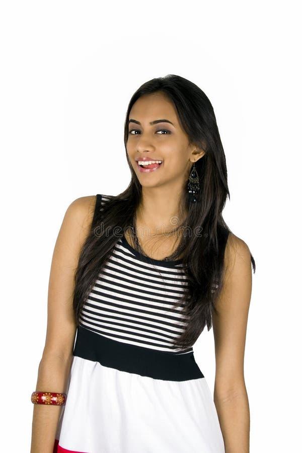 Het jonge Indische meisje glimlachen. royalty-vrije stock afbeeldingen
