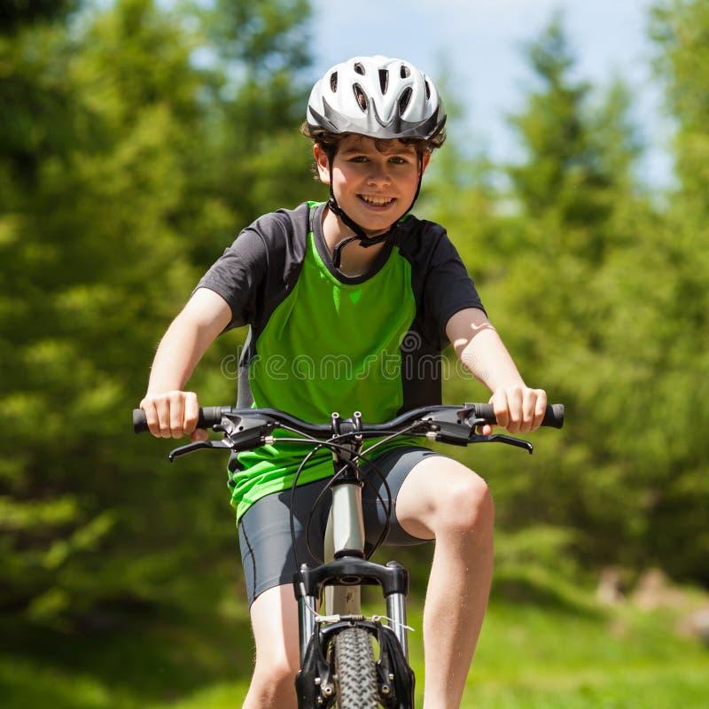 Het actieve mensen biking stock foto