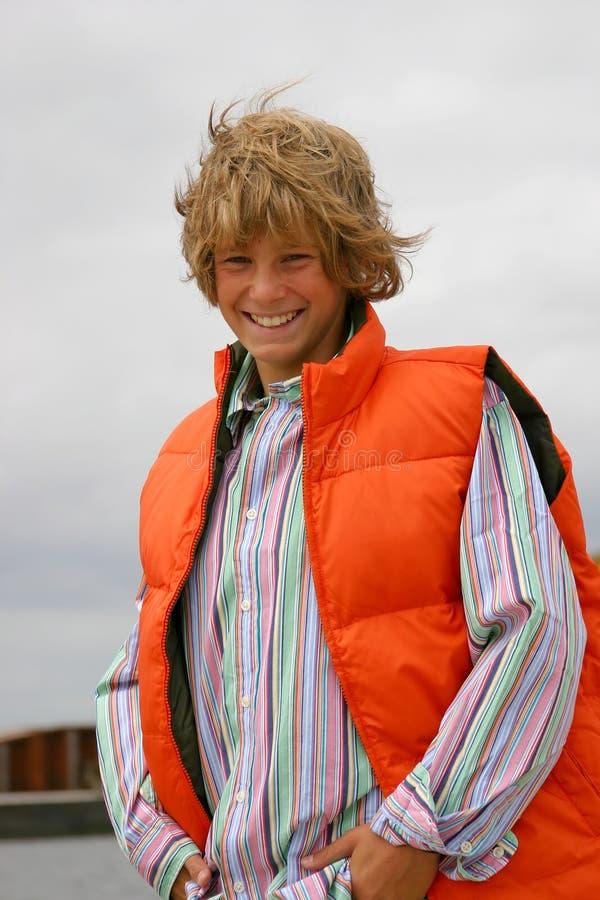 Het jonge jongen glimlachen stock foto's